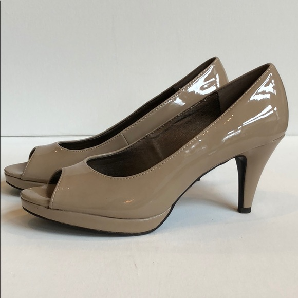 8bc14352e52d Bandolino Shoes - Bandolino Mylah peeptoe shoes